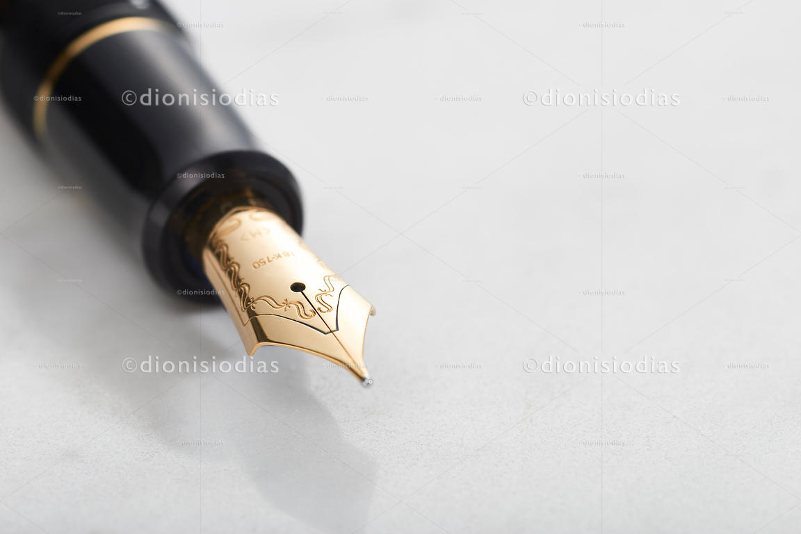 Golden Feather fountain PEN in macro