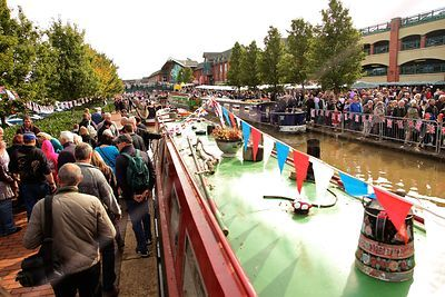 Thousands of Sightseers On the Towpath and Bridges of the Oxford Canal in Banbury
