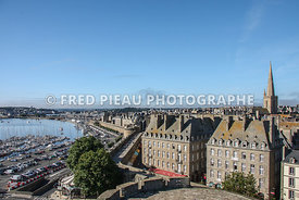 Les remparts, le port de plaisance, intramuros à Saint Malo