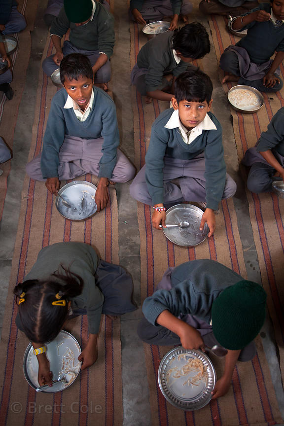Students eat lunch at a school in Varanasi, India operated by Dutch NGO Duniya (duniya.org)