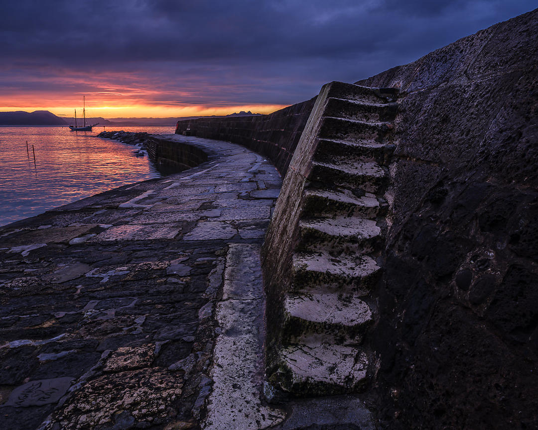 Lines_of_The_Cobb_-_Lyme_Regis