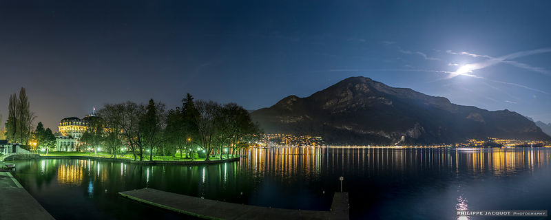 Fullmoon on the Imperial beach - Annecy