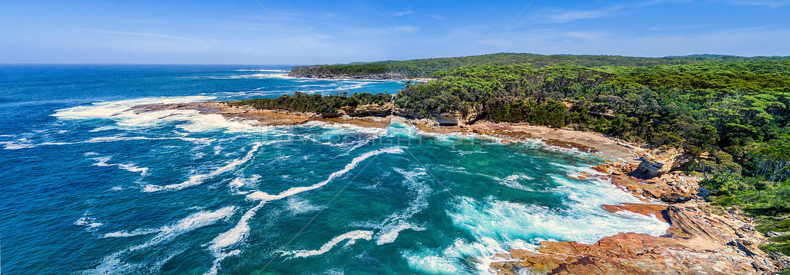 Panoramic views of Wasp Head and the southern most part of the Sydney basin sandstone. The area shows evidence of glacial wea...