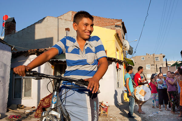 Özenç, 11 ans, quartier gypsy de Canakkale, Turquie / Özenç, 11 years old, gypsy district of Canakkale, Turkey