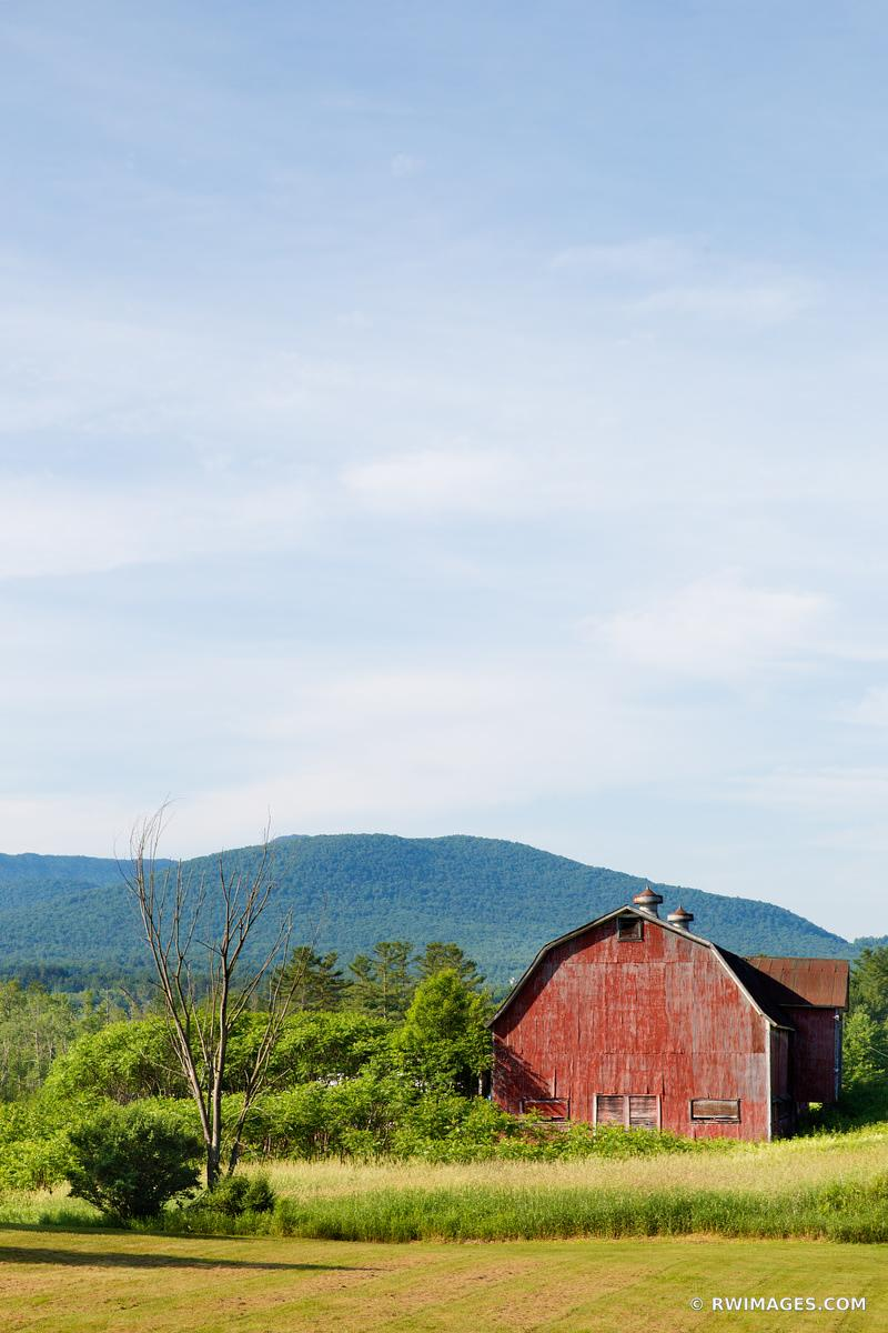 RED BARN FARMFIELD RURAL VERMONT COLOR VERTICAL