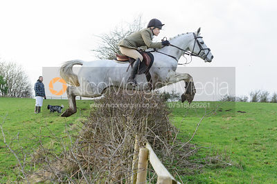 Tilda Farmer jumping a hedge at Ingarsby
