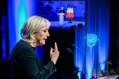 Double Exposition de Marine Le Pen, candidate du Front National