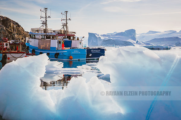 2 fishing boats in the harbour of Uummannaq