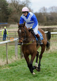 Cantering to the start - Novice Riders - Cottesmore at Garthorpe