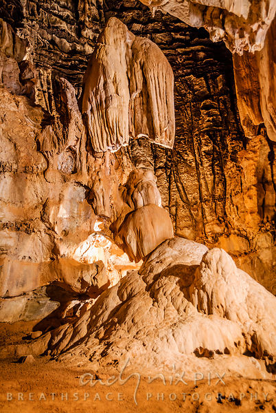 Sudwala Caves: Stalicmite and stalictite formations in cave