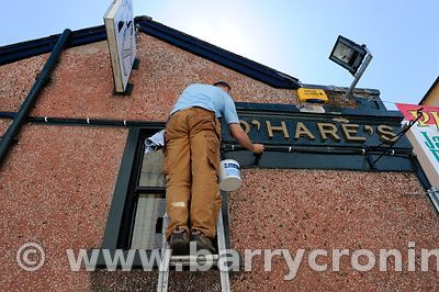 15th June, 2009. A painter working on PJ O'Hares pub in Carlingford, County Louth. Photo:Barry Cronin/www.barrycronin.com.Wil...