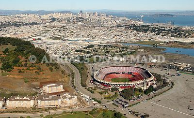 SF SKYLINE WITH CANDLESTICK SPORTS STADIUM (DEMOLISHED 2017) SOUTH SAN FRANCISCO SPORT HISTORY
