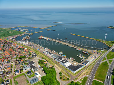 Den Oever with the Vissershaven, the Noorderhaven, the Buitenhaven and the Wadden Sea.