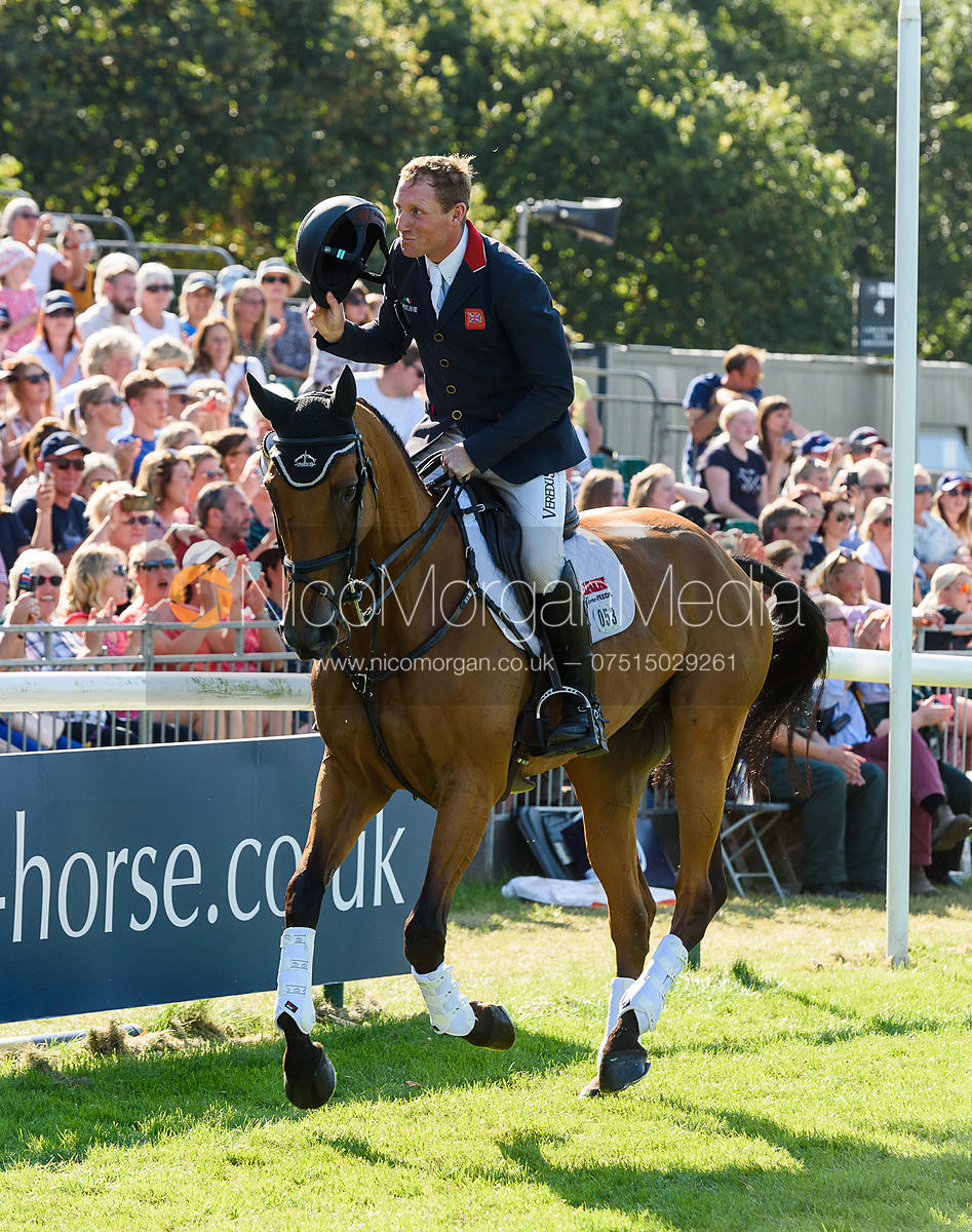 Oliver Townend and COOLEY SRS, show prize giving, Land Rover Burghley Horse Trials 2018