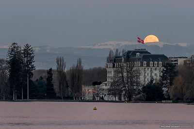Fullmoonset on the Imperial Palace - Annecy