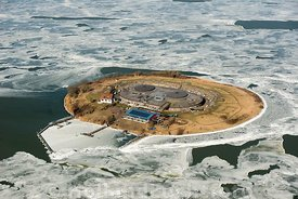 Muiden - Luchtfoto Forteiland Pampus in de winter 01
