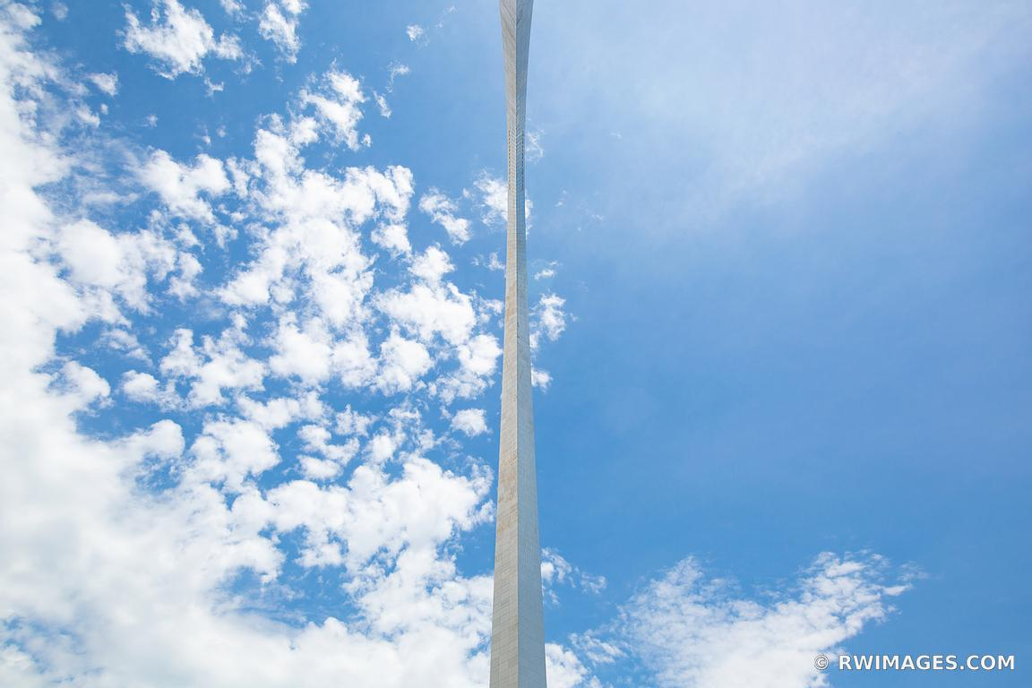 GATEWAY ARCH SAINT LOUIS MISSOURI COLOR