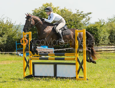 Class 8 1m Team and Individual - Cottesmore Hunt Pony Club Showjumping -  17 June 2017