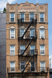 Immeuble classique dans le quartier de Williamsburg, Brooklyn, New York, USA / Classical building in the Williamsburg distric...