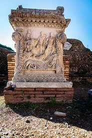 Altar of the Chapel of Mars and Venus, Romulus and Remus fed by the she-wolf - Sacello dell'Ara dei Gemelli, Piazzale delle C...