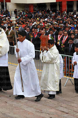 Assistants arriving with bible and lamp at start of central mass, Virgen de la Candelaria festival, Puno, Peru