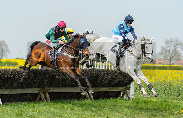 MR MACLENNANE (Archie Wright) and BI QUINI TIEP (Dale Peters) - Race 1 - The South Notts at Thorpe Lodge
