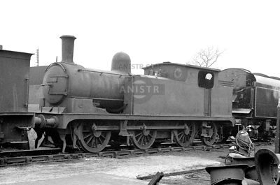 PHOTOS OF EX-LNER N10 CLASS 0-6-2T STEAM LOCOS