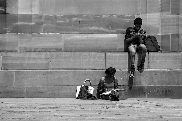 Street Photo - Studieuse...