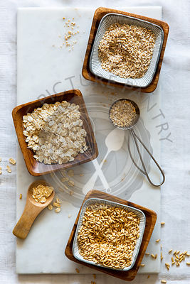 Oat grains, rolled oats and oat grist