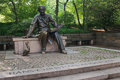 Statue de Hans Christian Andersen à Central park, New York, USA / Statue of Hans Christian Andersen at Central Park, New York...