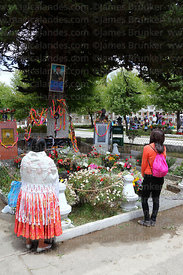 Women paying respect at tomb of Carlos Palenque during Todos Santos festival, La Paz, Bolivia