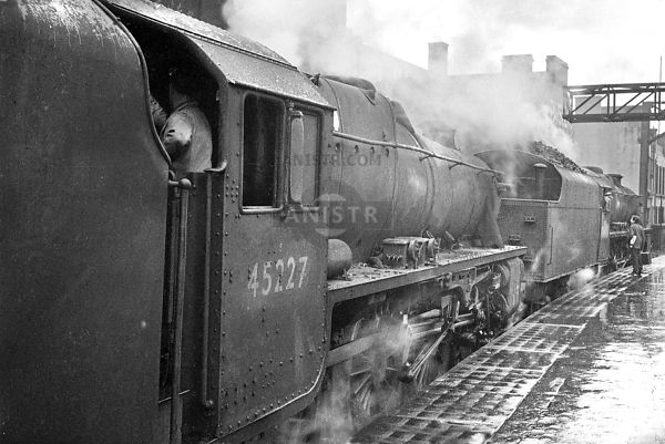 Steam loco Black 5 45490 45227 Glasgow Central