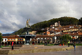 Statue of the Inca Pachacuti Inca Yupanqui or Pachacutec on fountain, San Cristobal church in background, Plaza de Armas, Cus...
