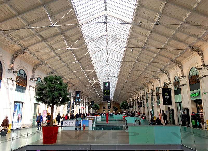 Saint-Lazare-Train-Station-Paris_004
