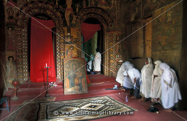Photos and pictures of: Interior of the church of Debre Birhan