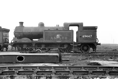 PHOTOS OF EX-LNER N1  CLASS 0-6-2T STEAM LOCOS