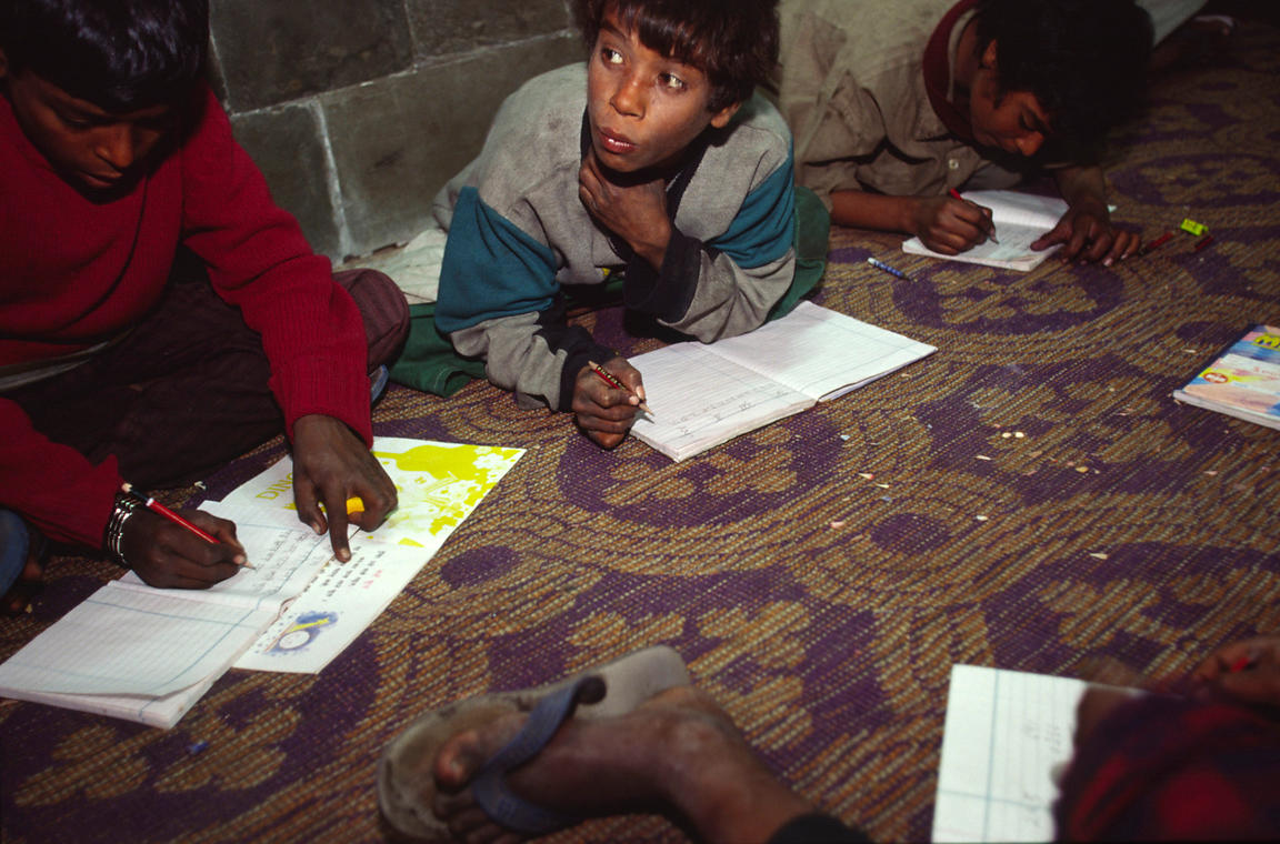 India - Delhi - Child labourers at outside literacy class