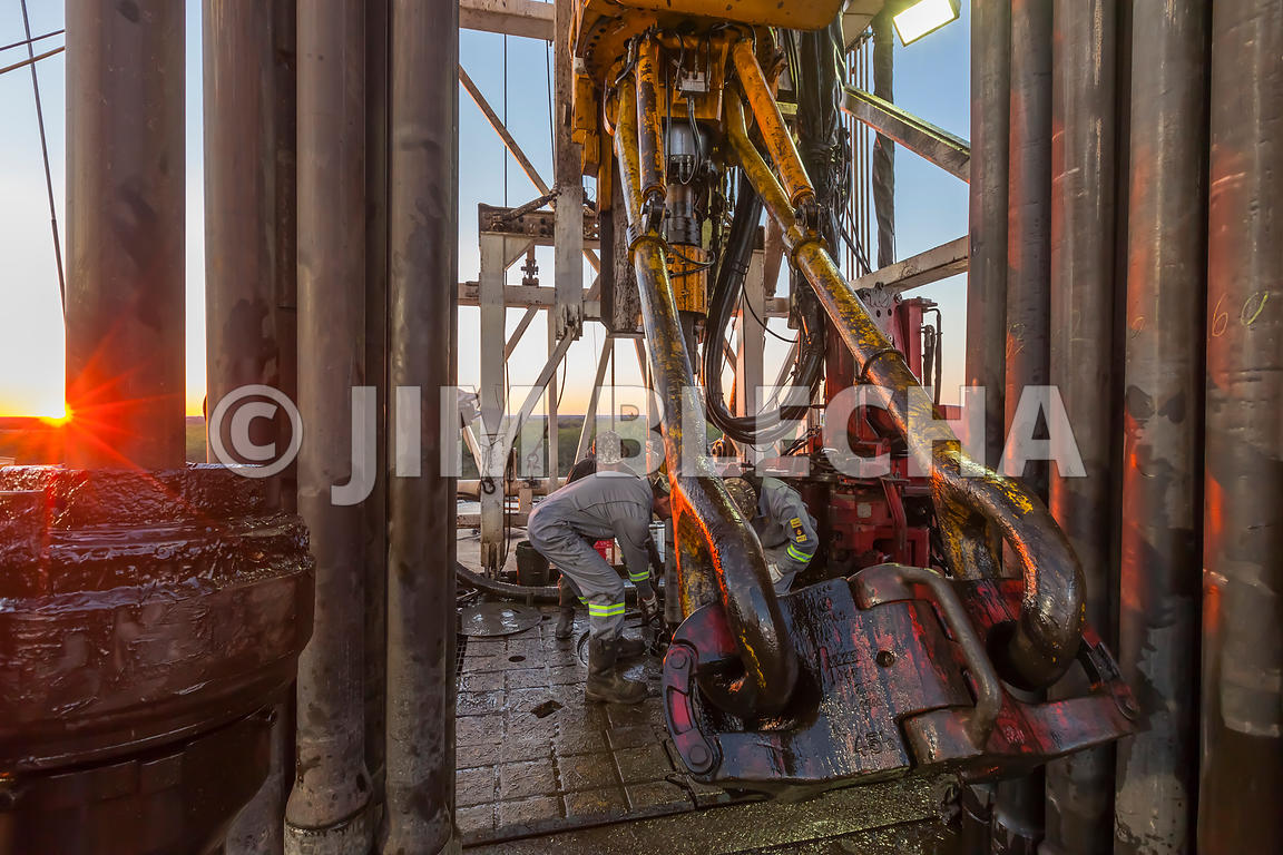 Roughneck Tripping Pipe