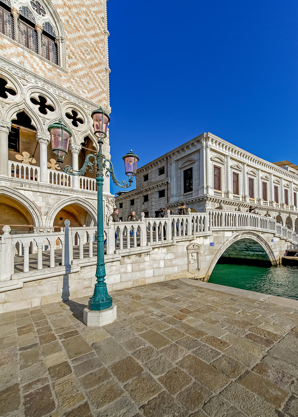 Ponte della Paglia with Doge's Palace and Street Lamp