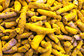 India - Delhi - Whole turmeric in the spice market