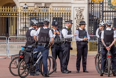 Briefing outside Buckingham Palace for Met Police cycling officers