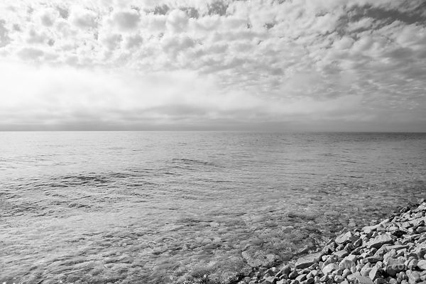 LAKE MICHIGAN ROCKY BEACH WASHINGTON ISLAND DOOR COUNTY WISCONSIN BLACK AND WHITE
