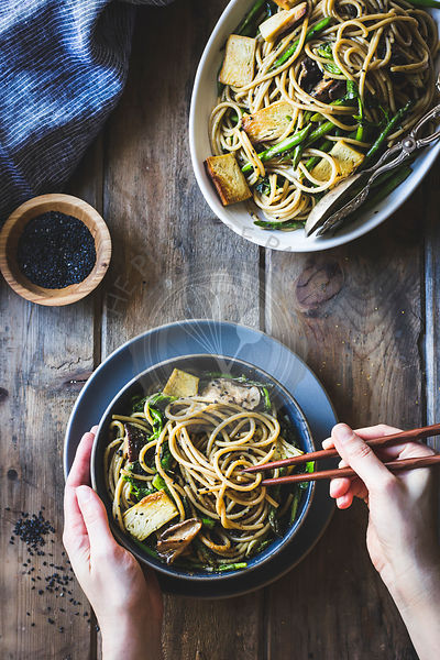 Sesame noodles with tofu and vegetables