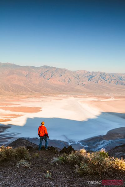 Tourist at Dante's view, Death valley, USA