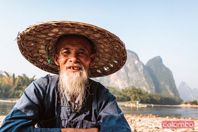 Portrait of ols fisherman on the Li river, China