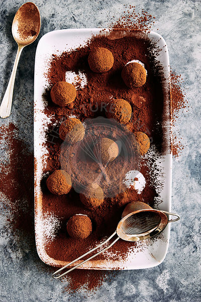 Raw chocolate bliss balls: hazelnuts, coconut,  raw cocoa, dates coated with raw cocao powder.