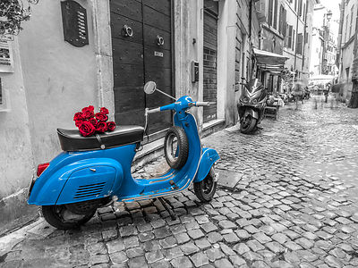 Old scooter with bunch of roses on narrow street of Rome