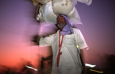 India - Allahbad - Pilgrims arriving with their belongings on their head at the Kumbh camp, Ardh Kumbh Mela 1995, Allahbad, I...