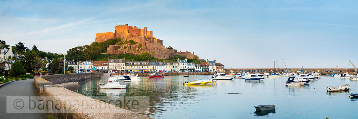 Mont Orgueil and the harbour of Gorey - BP3910