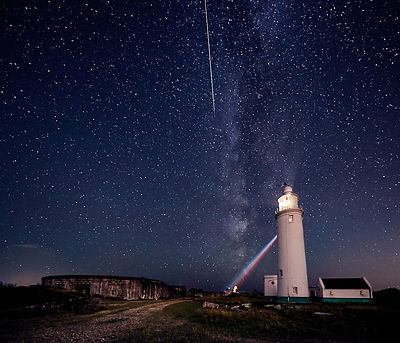 Perseid_meteor_and_Milky_Way_over_Hurst_Castle
